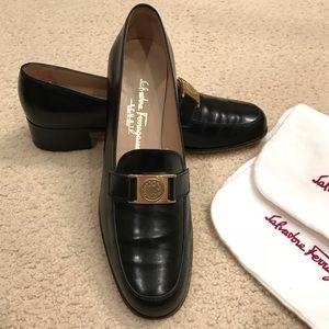 Ferragamo Loafers - barely worn - size 7 1/2 AA